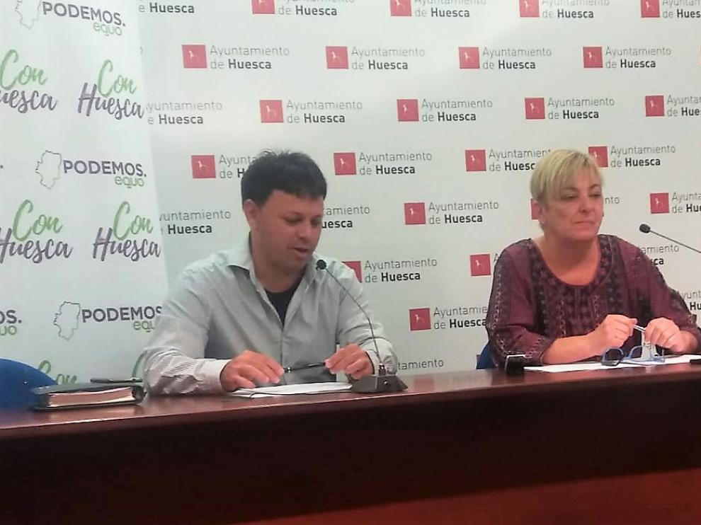 Óscar Sipán y Pilar Novales presentando su propuesta de ordenanzas fiscales.