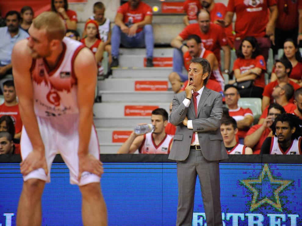 Porfirio Fisac, con gesto serio en el partido del Casademont en Murcia el pasado sábado.