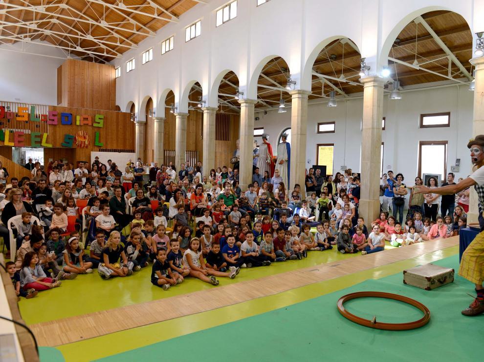 Decenas de niños y familiares acudieron el domingo a la inauguración del peque-club.