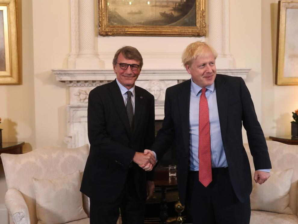 El presidente del Parlamento europeo, David Sassoli, y el primer ministro británico, Boris Johnson, este martes en Londres.