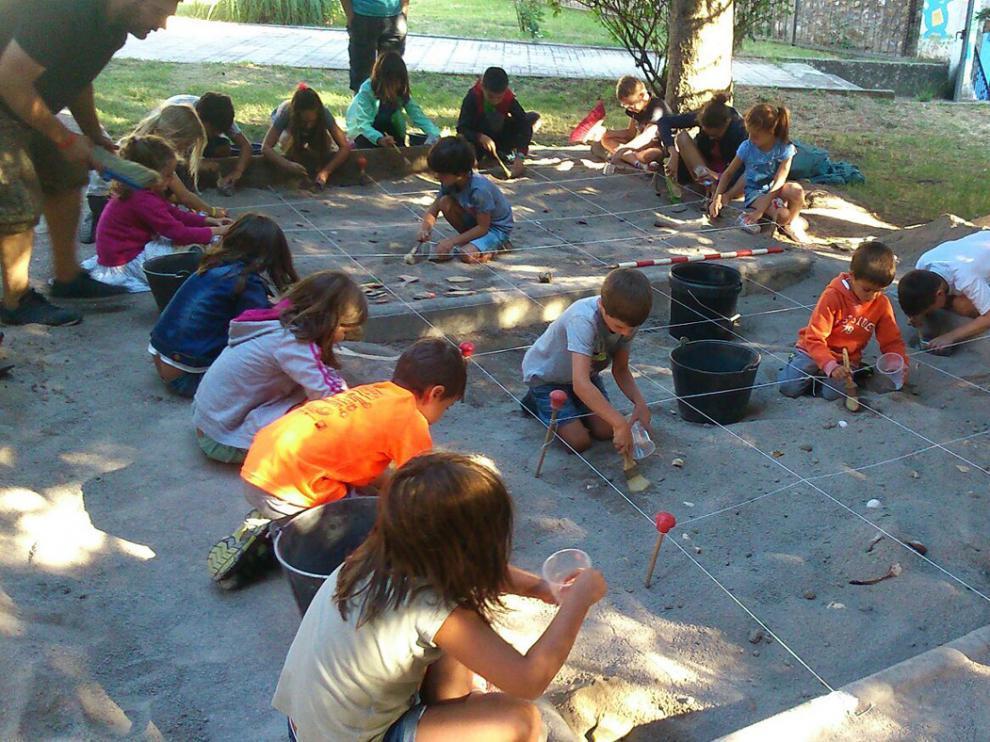 Villanúa organiza actividades de ocio infantiles todo el año.