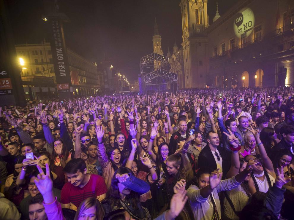 Fiesta de Máxima FM en la plaza del Pilar durante las Fiestas del Pilar de 2017