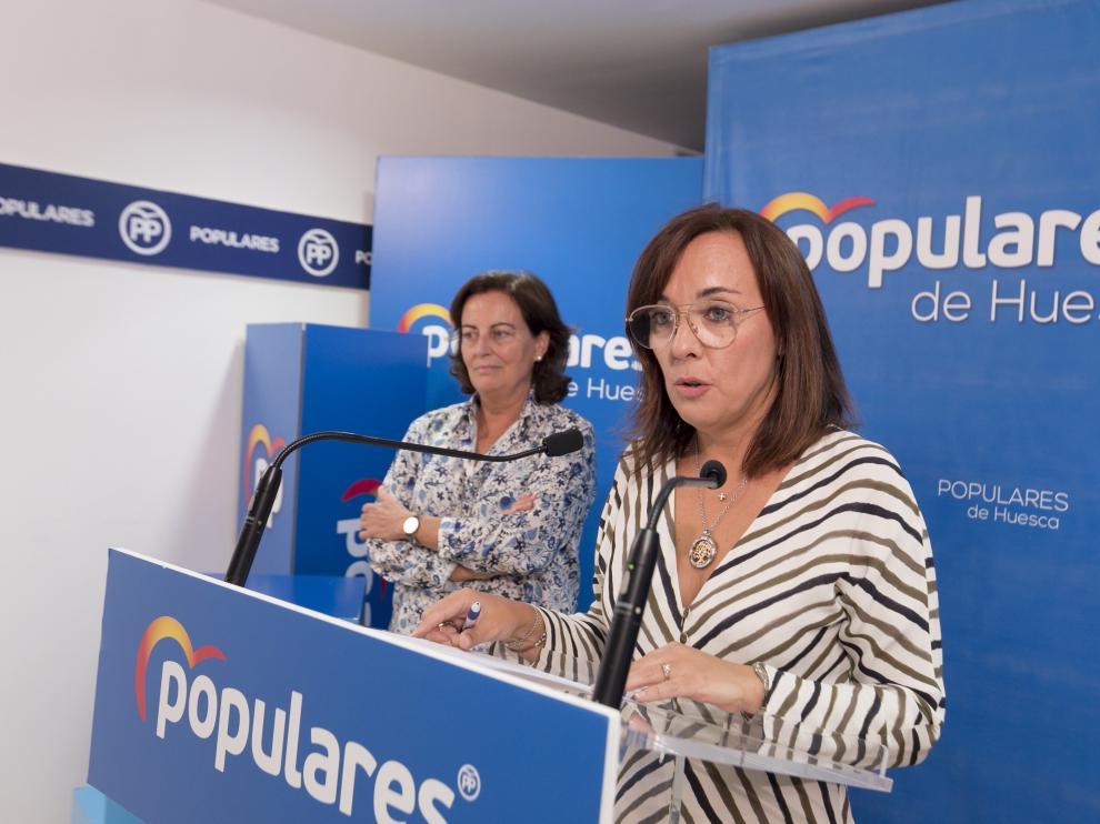 La portavoz del PP, Gemma Allué, y la concejal popular Teresa Moreno.