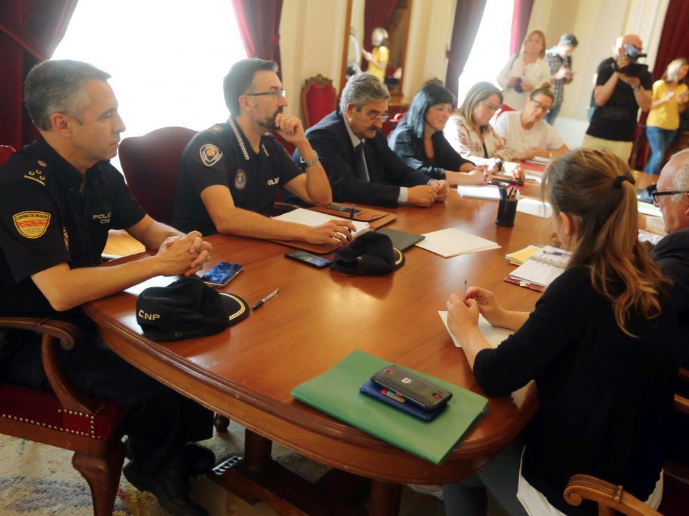 Reunión de la junta de seguridad de Huesca este miércoles en la subdelegación.