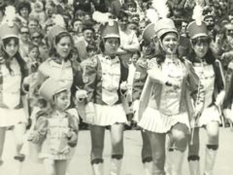 El pregón de las Fiestas del Pilar de 1969 fue su primera actuación, rodeadas de la expectación del público zaragozano. Corita Viamonte participó en aquel desfile.