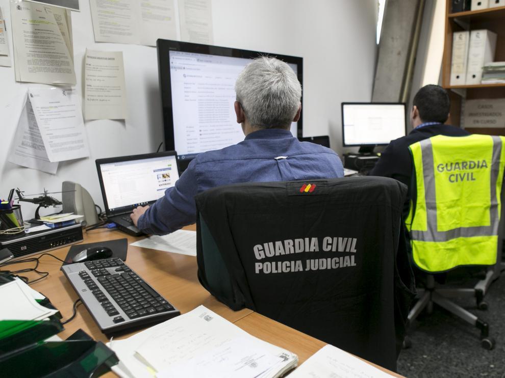 ARAGON Entrevista/ reportaje sobre delitos tecnológicos a un miembro del equipo de Patrimonio DE LA GUARDIA CIVIL / 22-02-2017 / FOTO: ARANZAZU NAVARRO
