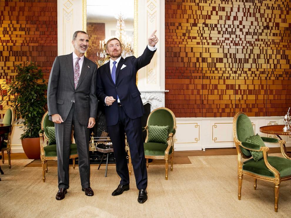 Los reyes de España y Holanda, Felipe VI y Guillermo Alejandro, este jueves en Ámsterdam.