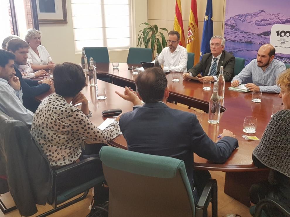 Reunión celebrada este jueves entre el consejero y los representantes de las comarcas pirenaicas.