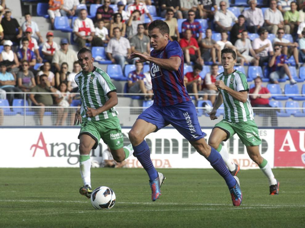 Partido Huesca. Racing de Santander /Foto Rafael Gobantes / 9-9-12