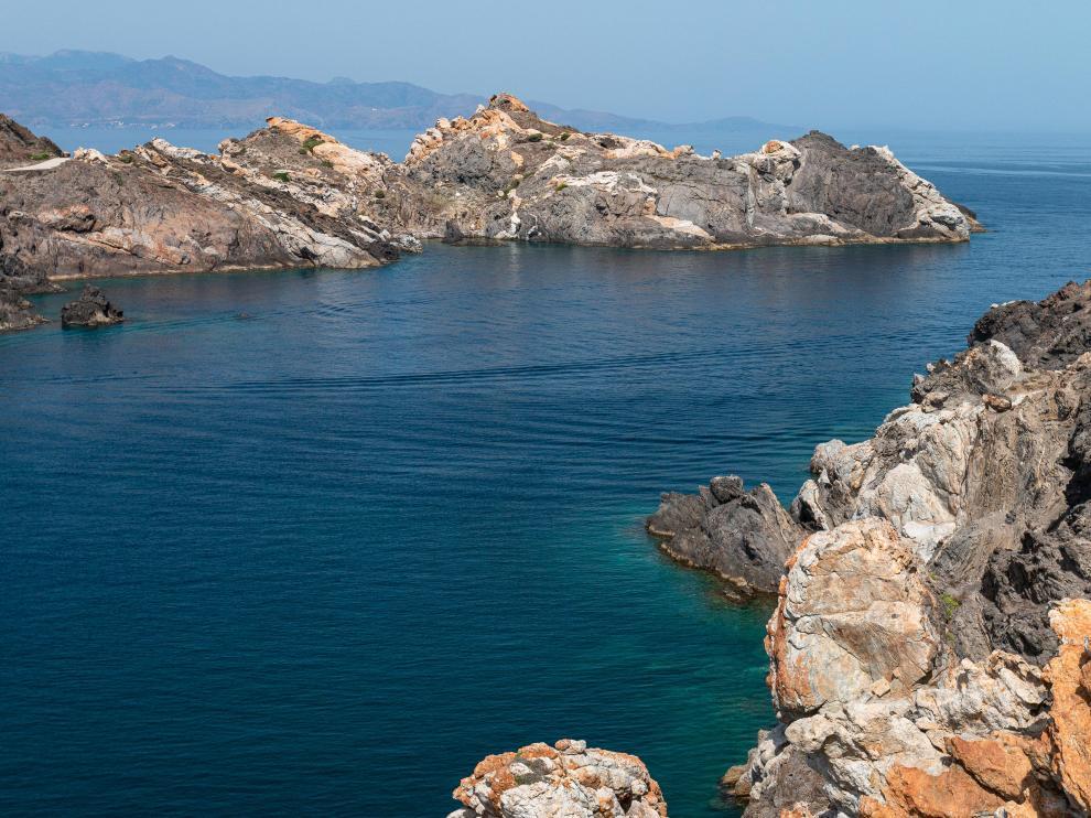 Punta Blanca y la bahía de Culip, el Pirineo y el Mediterráneo.