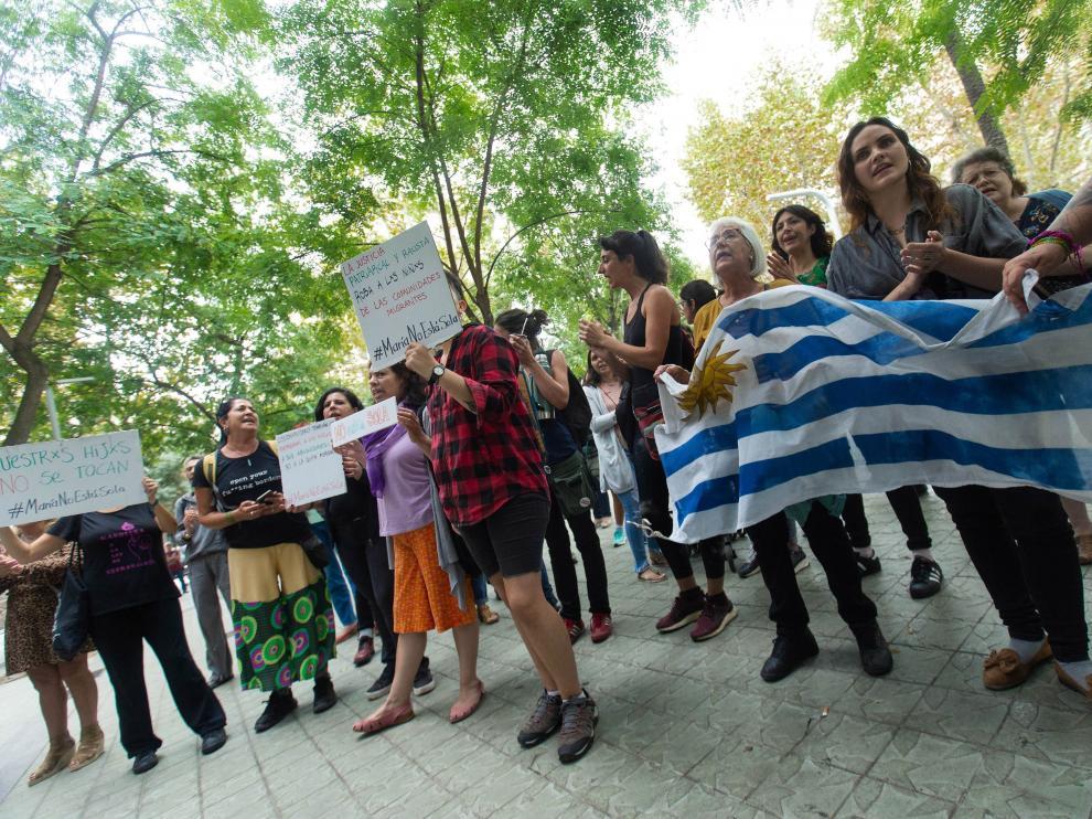 Se ha organizado una concentración frente al consulado de Uruguay.