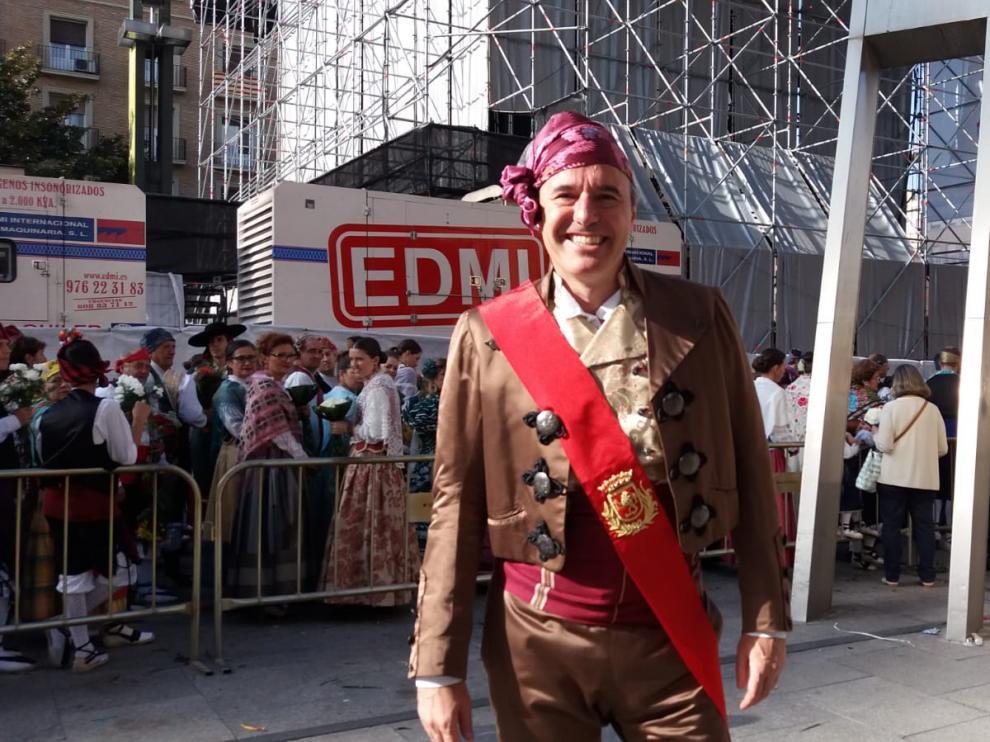 Jorge Azcón, alcalde de Zaragoza, participa en la Ofrenda de Flores.