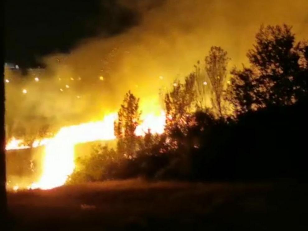 Fuego en Santa Isabel.