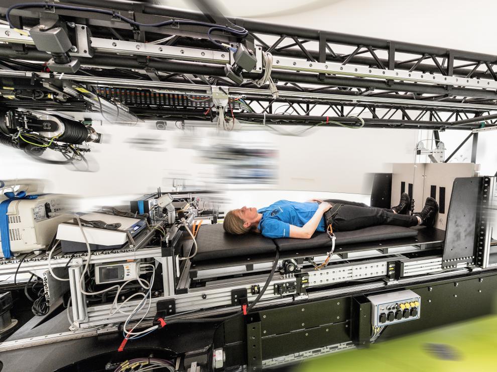 En la centrifugadora humana, los voluntarios experimentan la gravedad artificial.