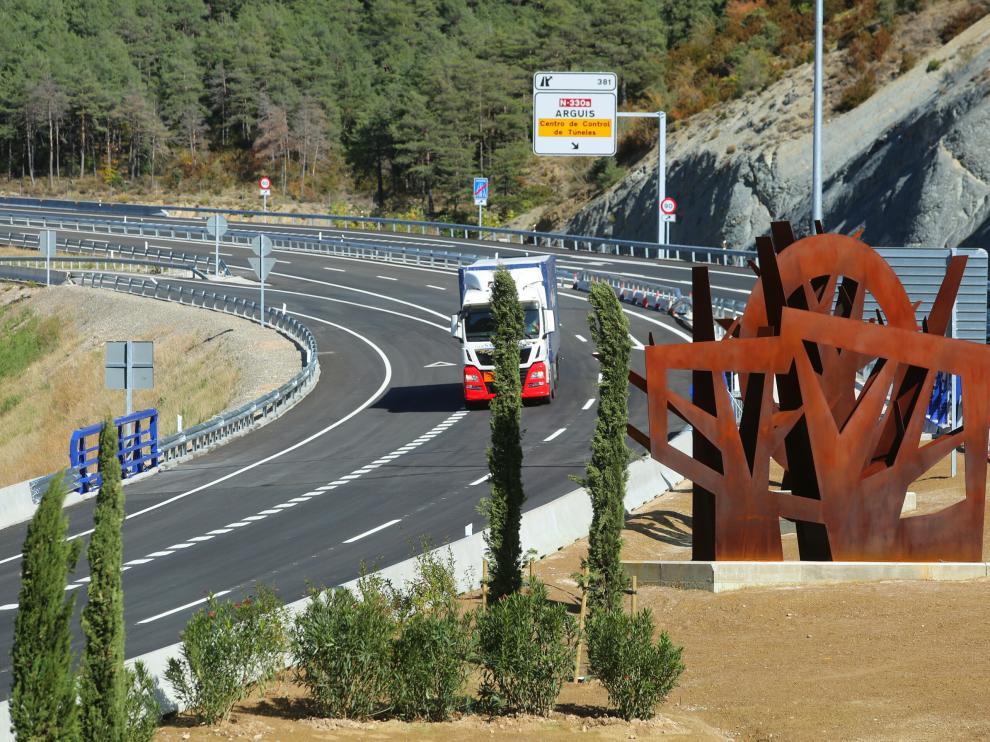 Fomento ha abierto este mediodía el último tramo de autovía de Monrepós a su paso por Arguis.