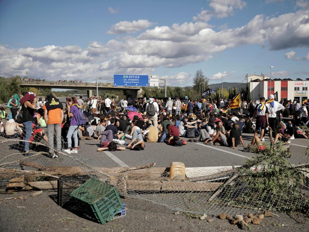 Unos de 500 manifestantes cortan la AP-7