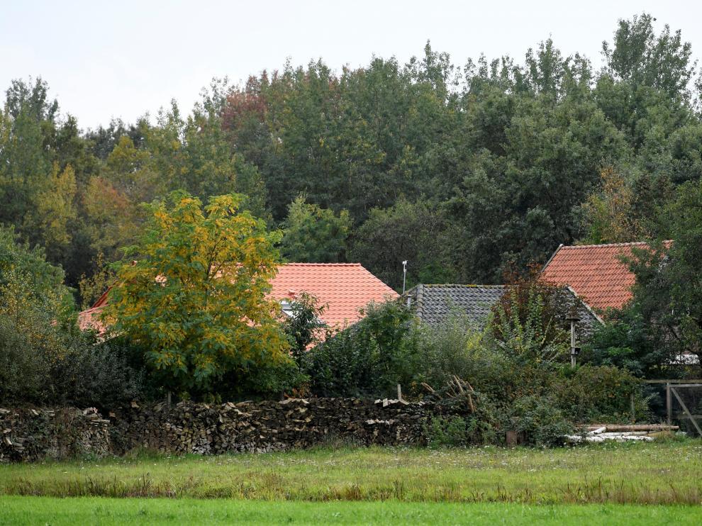 Vista de la granja donde una familia holandesa pasó nueve años encerrada en un sótano.