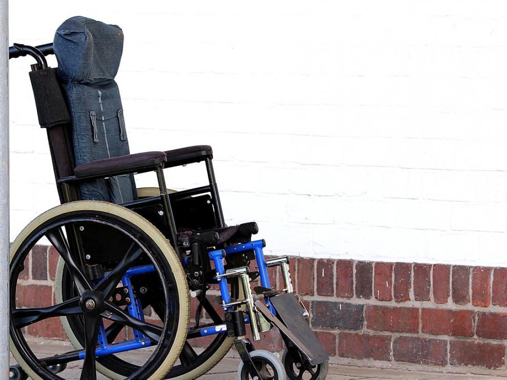 Foto de archivo de una silla de ruedas