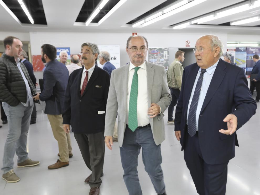 Javier Lambán y César Trillo, presidente de Riegos, en la jornada informativa de Huesca.
