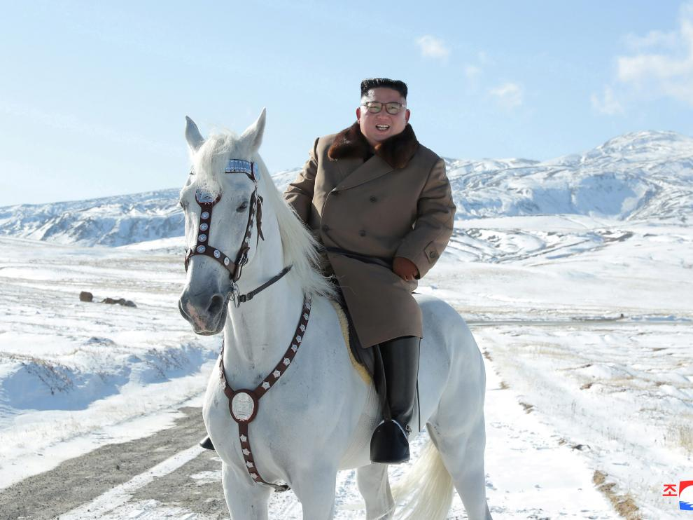 North Korean leader Kim Jong Un rides a horse during snowfall in Mount Paektu in this image released by North Korea's Korean Central News Agency (KCNA) on October 16, 2019. KCNA via REUTERS ATTENTION EDITORS - THIS IMAGE WAS PROVIDED BY A THIRD PARTY. REUTERS IS UNABLE TO INDEPENDENTLY VERIFY THIS IMAGE. NO THIRD PARTY SALES. SOUTH KOREA OUT. [[[REUTERS VOCENTO]]] NORTHKOREA-KIMJONGUN/