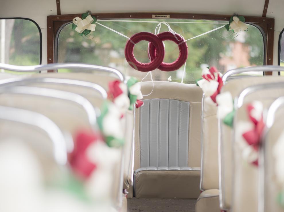 Una divertida manera de acudir a la boda.