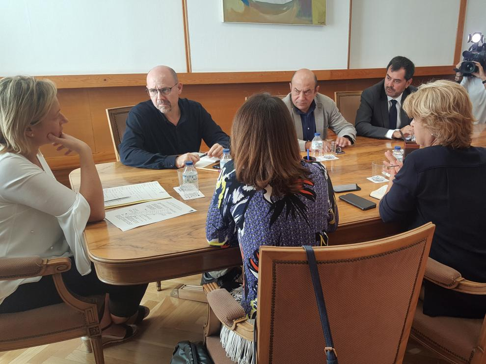 Reunión de la consejera de Economía, Marta Gastón, con los agentes sociales.