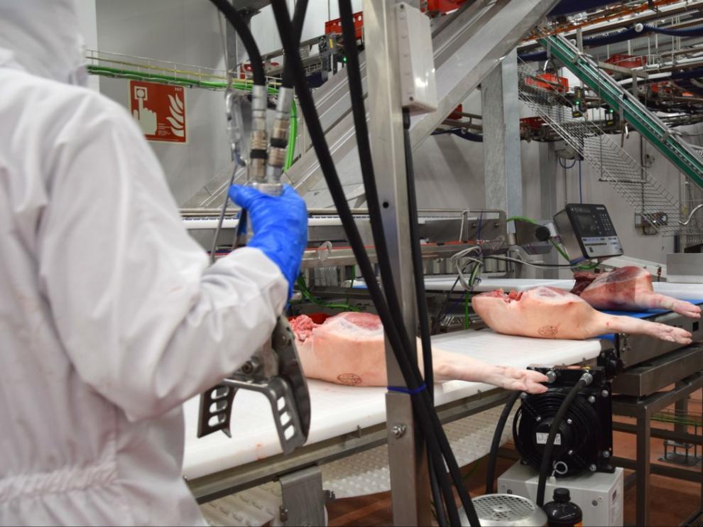 En el matadero trabajan actualmente más de 500 personas.