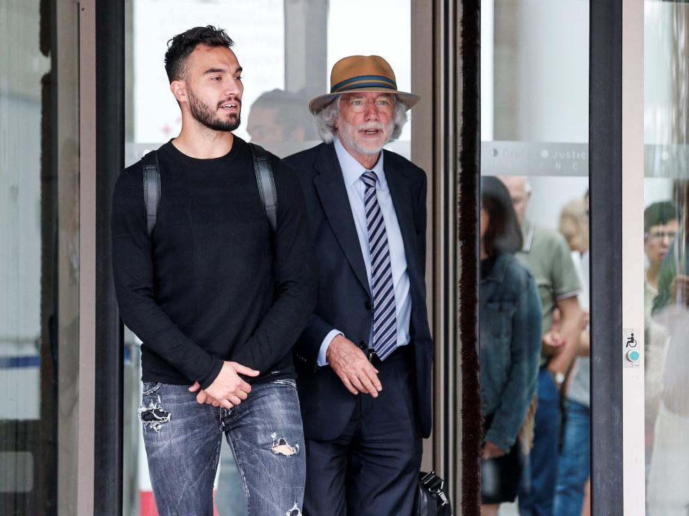 Obradovic, acompañado de su abogado