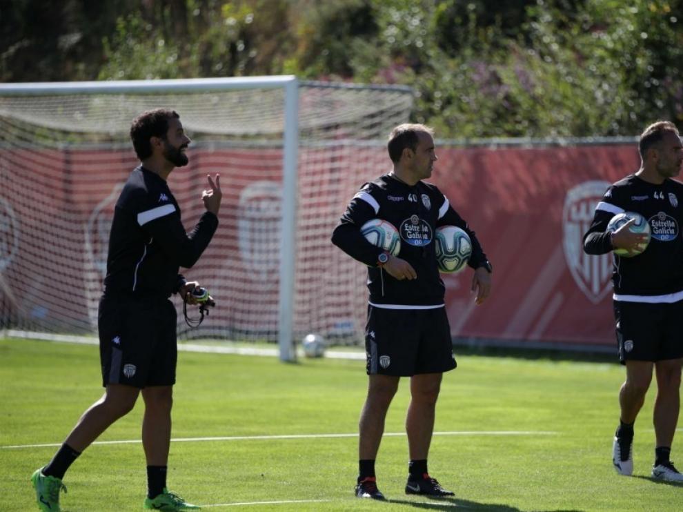 Eloy Jiménez, en el centro, durante un entrenamiento con el Lugo.