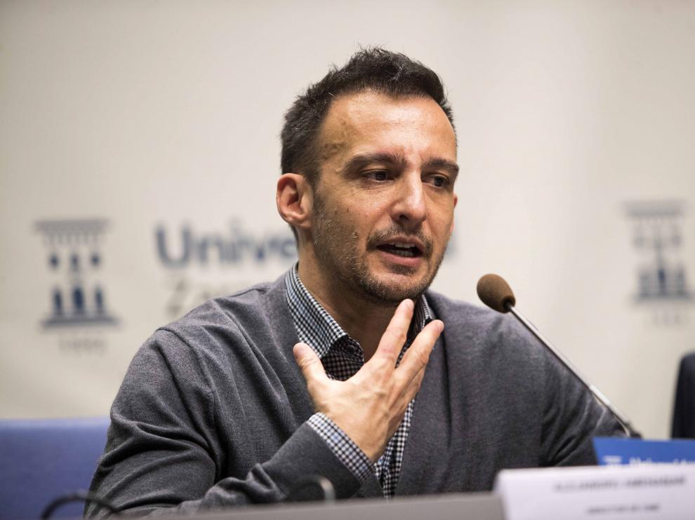 Alejandro Amenábar, en su intervención esta tarde, ante la prensa, en el Paraninfo de Zaragoza.