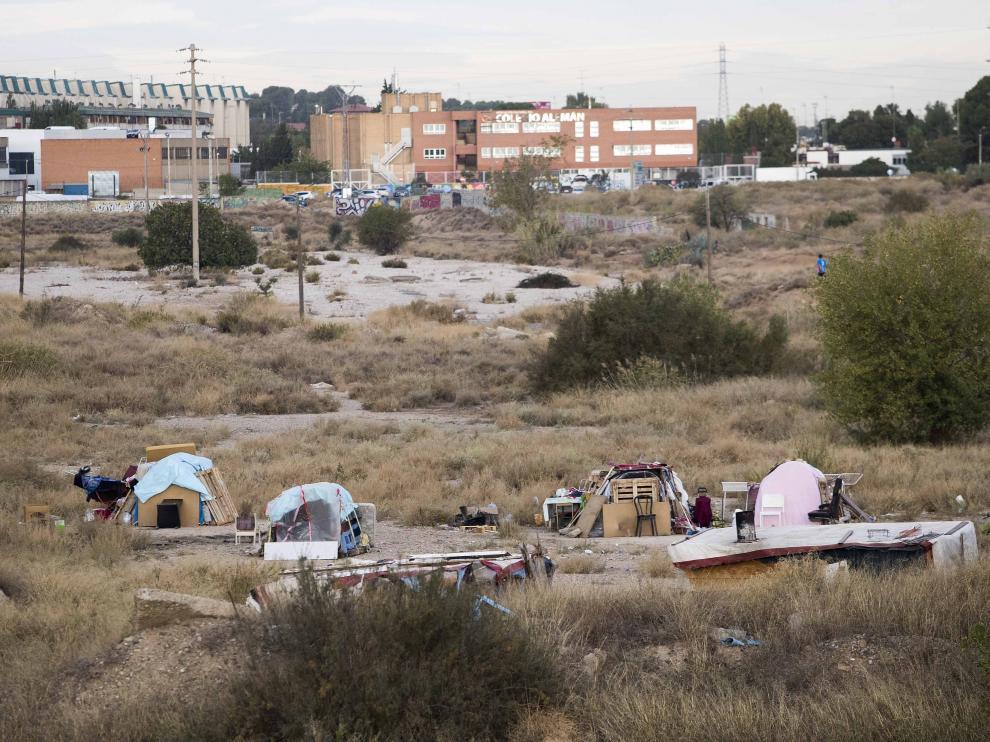 Asentamiento chabolista junto al centro comercial Augusta