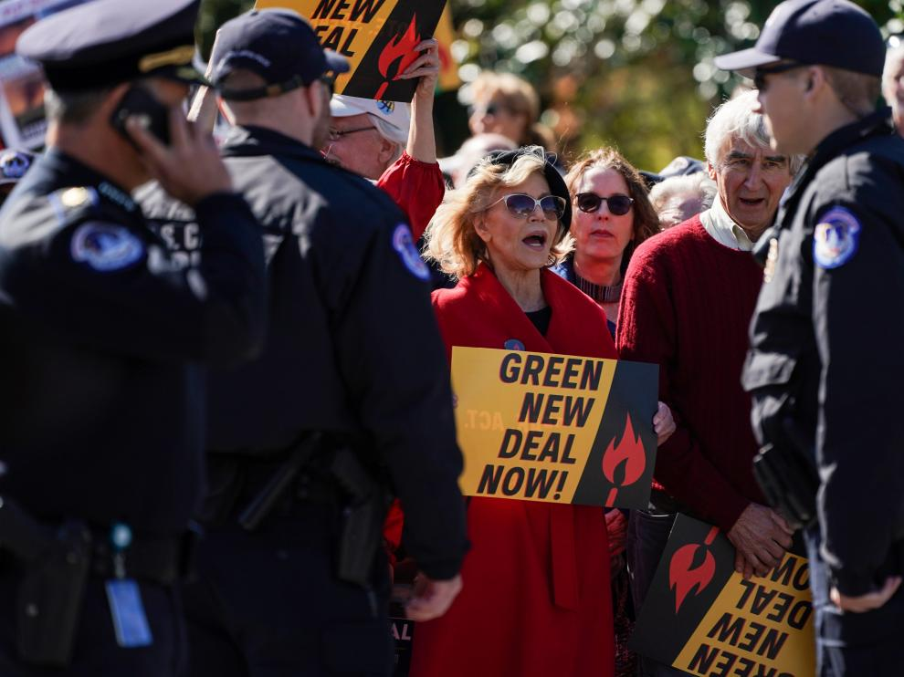 "Actor and activist Jane Fonda blocks the street in front of the Library of Congress during the ""Fire Drill Fridays"" protest in Washington, U.S., October 18, 2019. Fonda and fellow protesters, including actor Sam Waterston, were later detained by Capitol Police. REUTERS/Sarah Silbiger [[[REUTERS VOCENTO]]] CLIMATE-CHANGE/JANE FONDA"