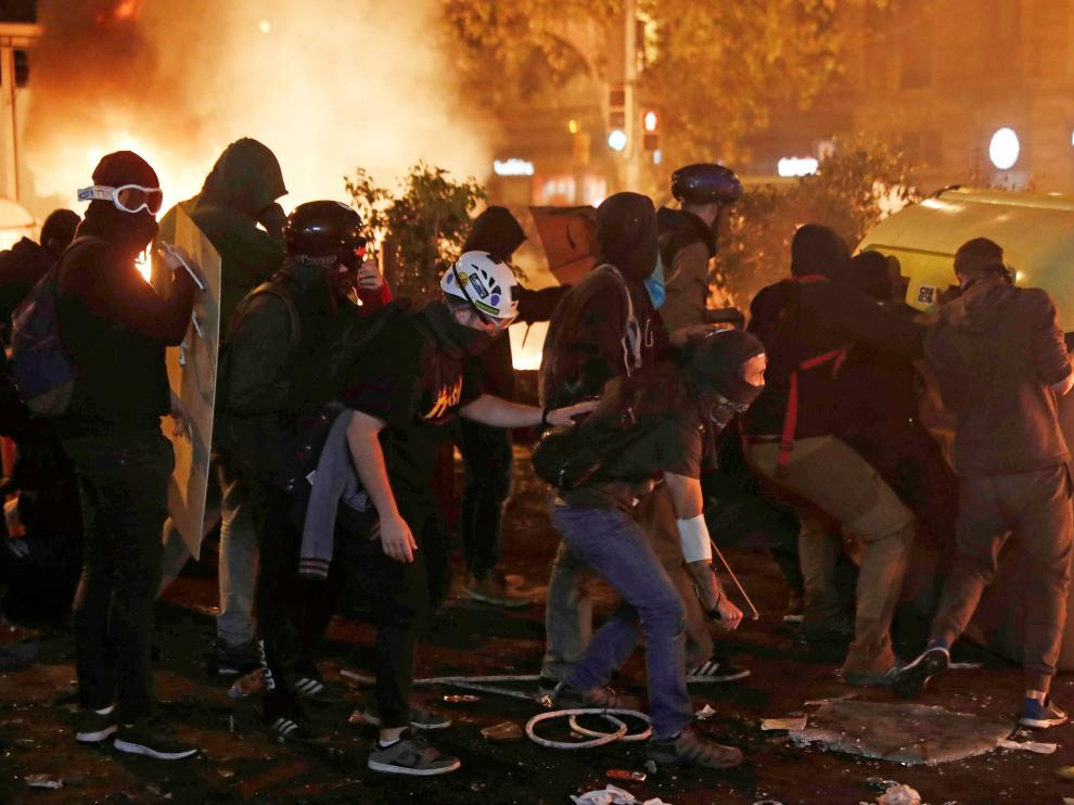 La jornada de huelga general se ha saldado con nuevos incidentes violentos en la Ciudad Condal.