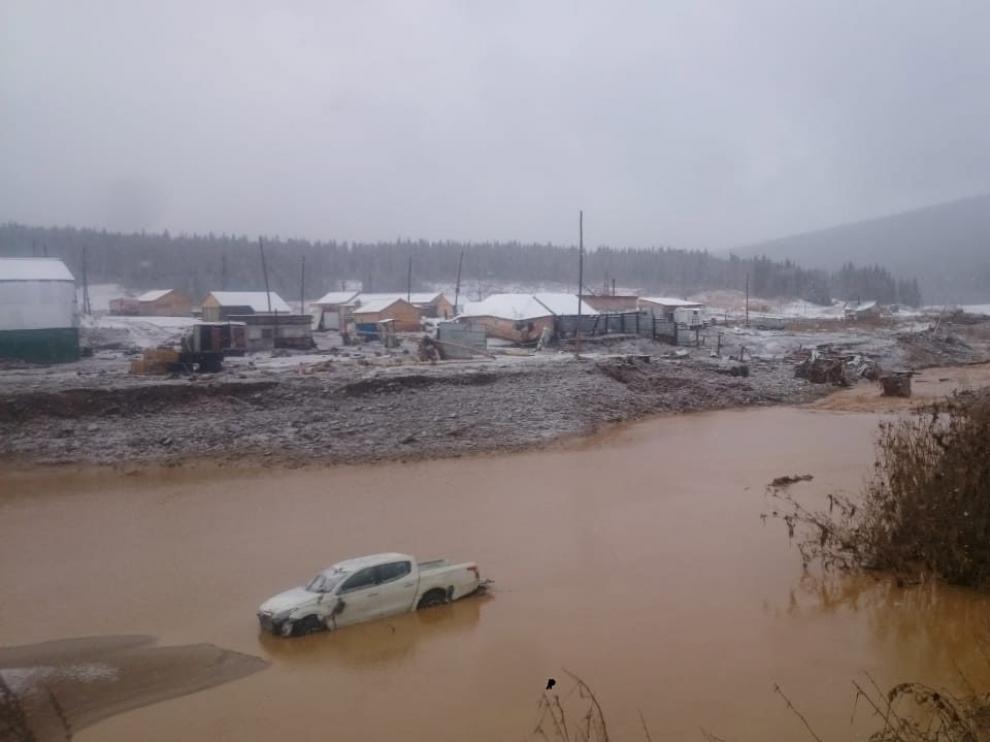 Al menos 15 muertos y 13 desaparecidos al derrumbarse una presa en la región siberiana de Krasnoyarsk.