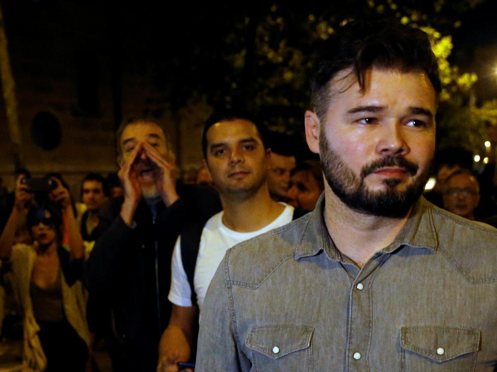 """Llaman """"botifler"""" a Rufián y le piden que se vaya a Madrid."""