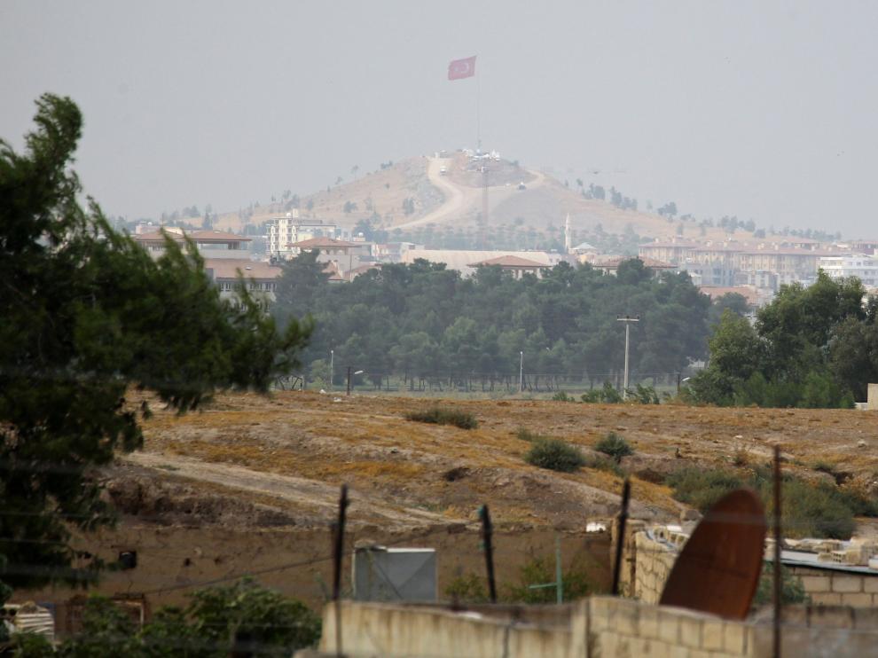 Los kurdos acatan el acuerdo y ceden a los turcos la ciudad fronteriza de Ras al Ain.