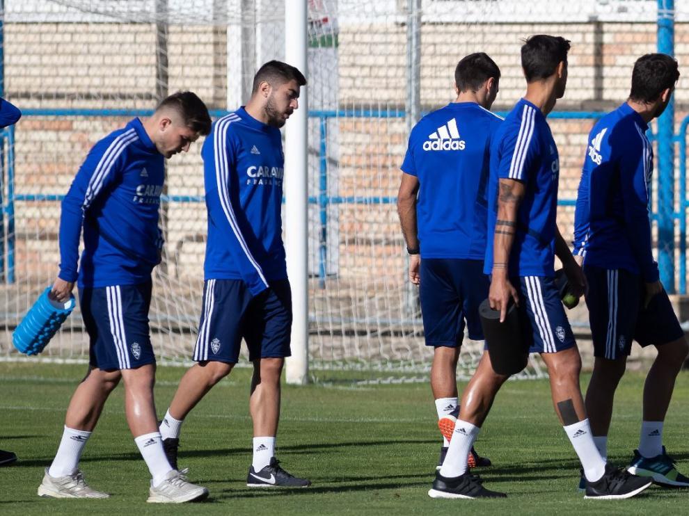 Algunos jugadores del Real Zaragoza en la Ciudad Deportiva.