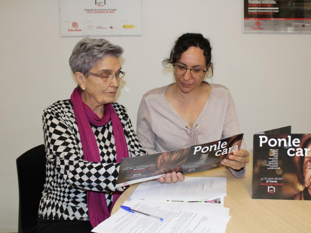 A la izquierda Raquel Mayayo, directora de Cáritas Tarazona, junto a Gema López, trabajadora social de esta organización