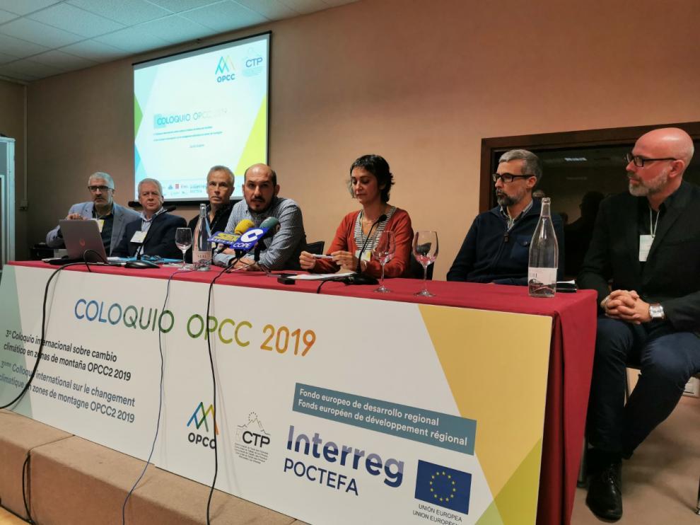 En la imagen, los responsables de los seis proyectos que se han presentado en la celebración del tercer Coloquio Internacional sobre Cambio Climático en Zonas de Montaña OPCC 2019 en Jaca