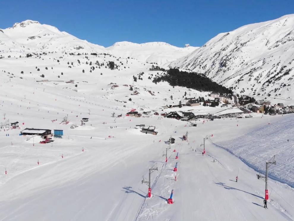 Imagen de archivo de la estación de esquí de Candanchú.