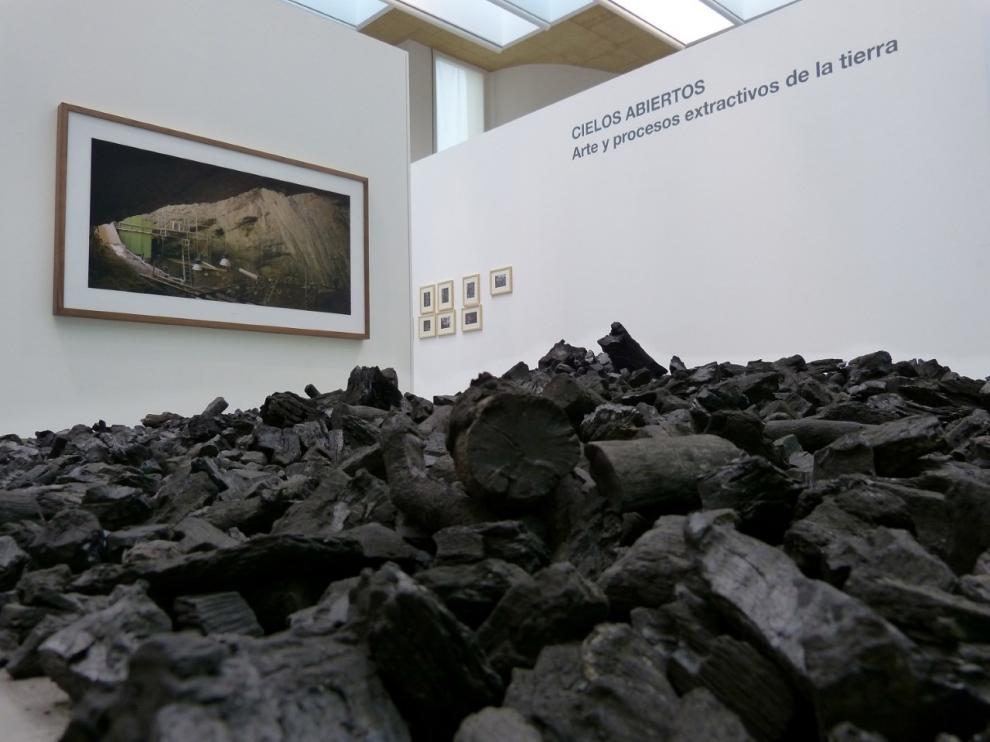 Un montón de carbón apilado en una de las salas del CDAN.