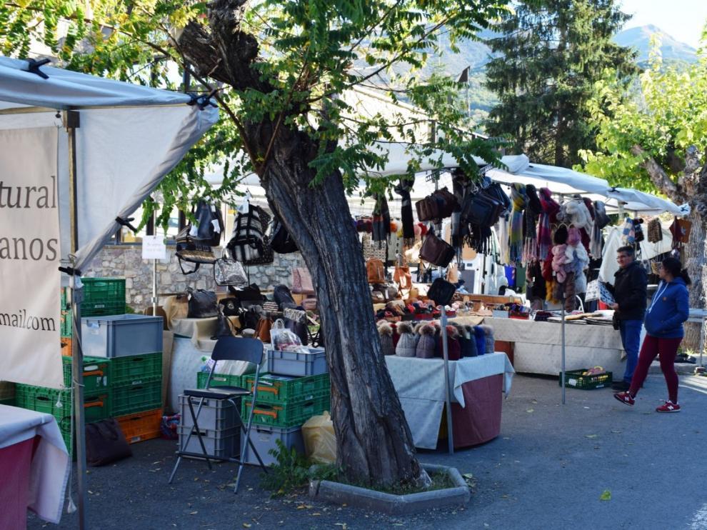 En la feria también hay puestos de venta de todo tipo de artículos.