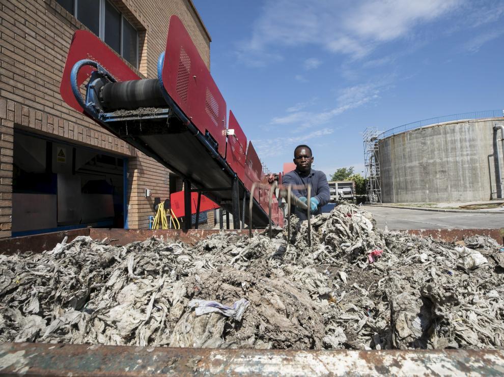 Residuos en la depuradora de La Almozara de Zaragoza