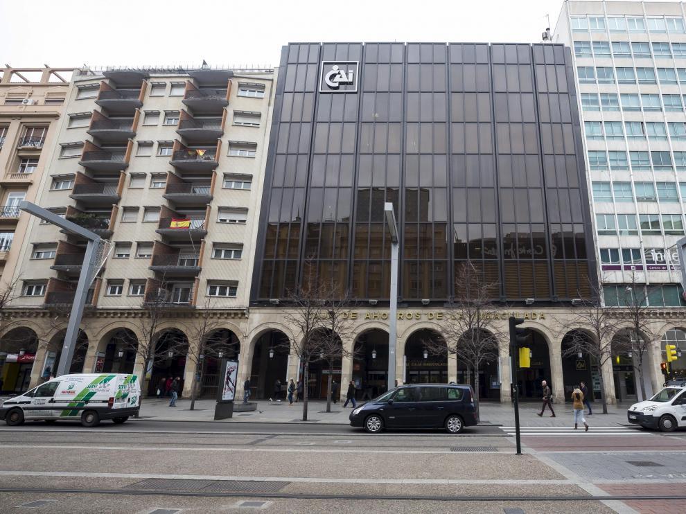 Antigua sede de la caja de ahorros aragonesa CAI en el paseo de la Independencia.