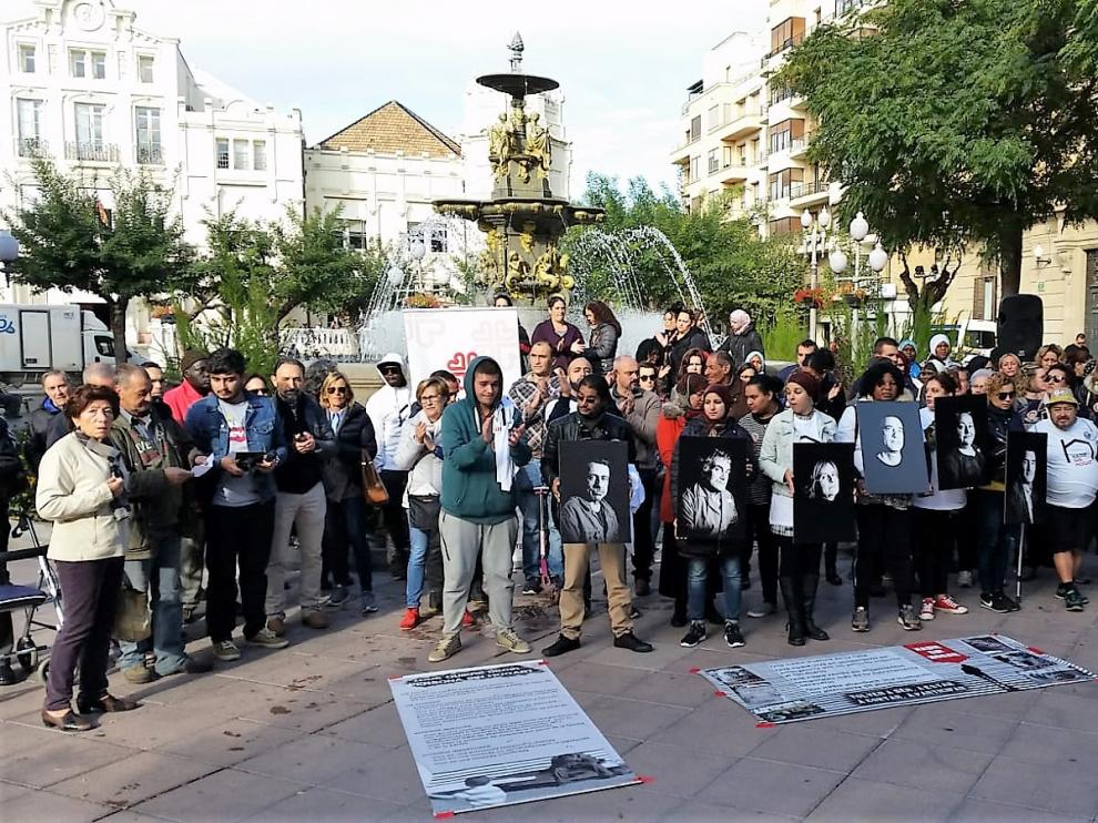 Concentración convocada esta mañana por Cáritas en la plaza Navarra de Huesca