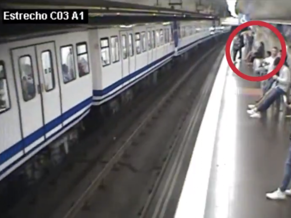 El espeluznante vídeo con el que Metro de Madrid alerta sobre el uso del móvil