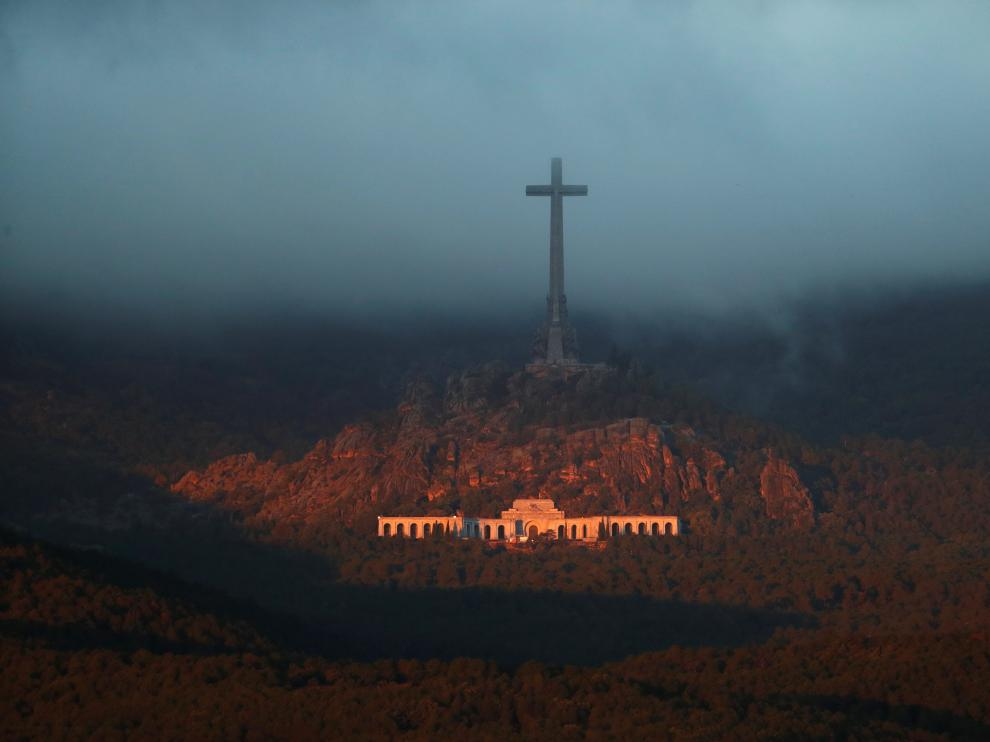 The Valle de los Caidos (The Valley of the Fallen), the state mausoleum where late Spanish dictator Francisco Franco is buried, is seen at dusk in San Lorenzo de El Escorial in this picture taken from Guadarrama, near Madrid, Spain, October 24, 2019. REUTERS/Sergio Perez [[[REUTERS VOCENTO]]] SPAIN-POLITICS/FRANCO