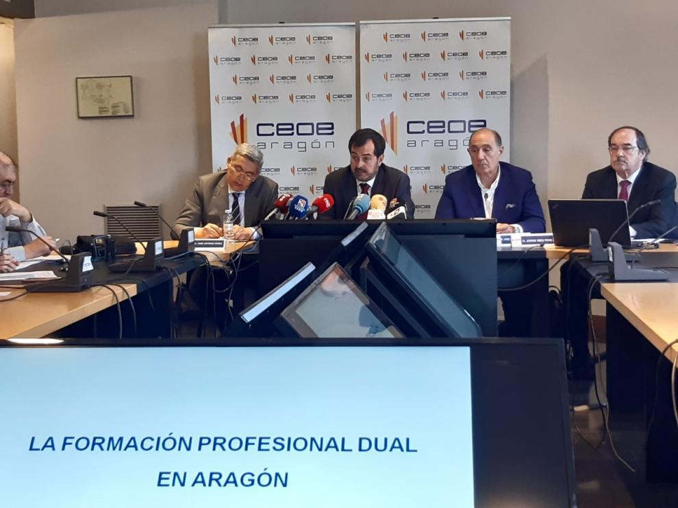 Ricardo Mur, presidente de CEOE Aragón, en la rueda de prensa ofrecida esta mañana en el edificio de la CREA en Zaragoza