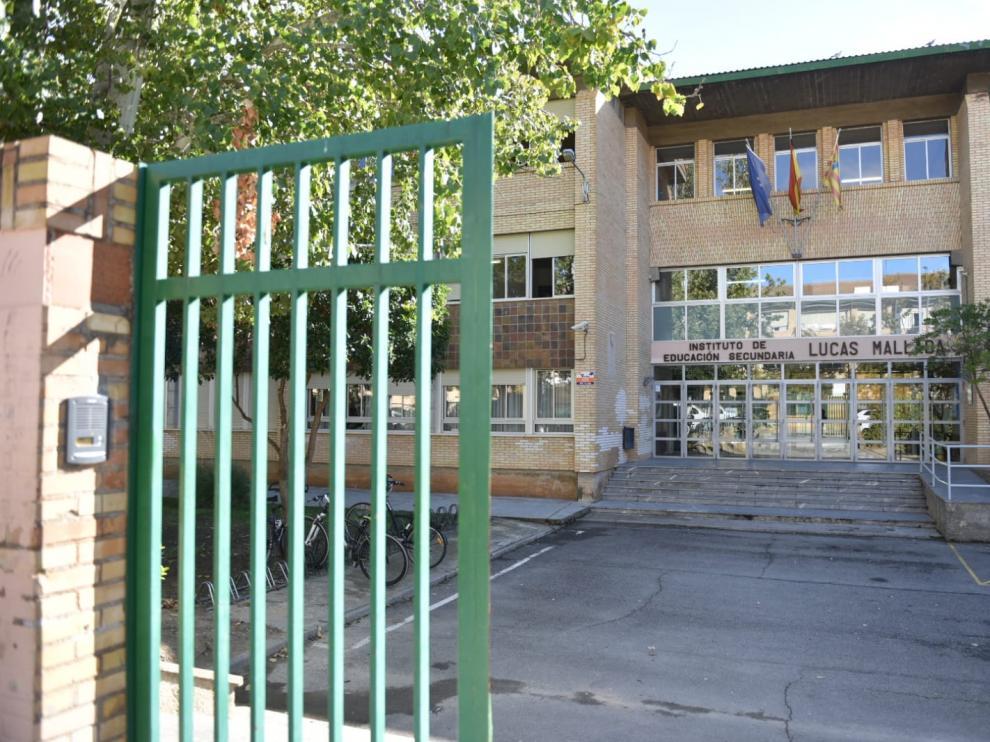 Imagen del IES Lucas Mallada de Huesca, donde ocurrieron los hechos investigados.