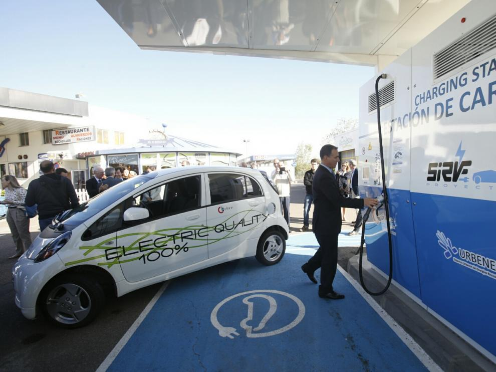 Las electrolineras ofrecen puntos de recarga de coches eléctricos.